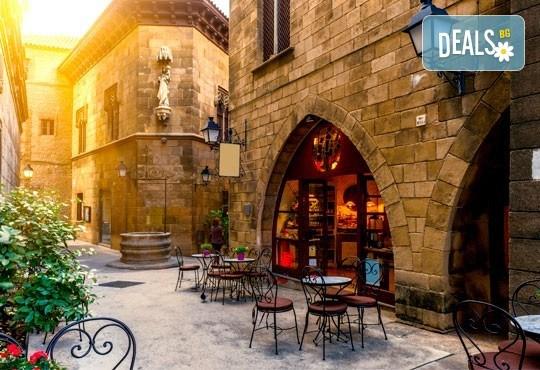 Екскурзия до Барселона през април: 3 нощувки със закуски и вечери в хотел 3*, самолетен билет и пътни такси, възможност за посещение на Монтсерат - Снимка 5