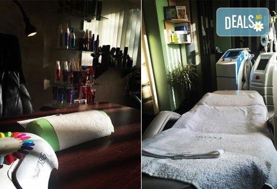 Ноктопластика чрез изграждане с акрил, лакиране с гел лак за допълнителна издръжливост и 2 ръчно рисувани декорации в студио Velesa! - Снимка 5