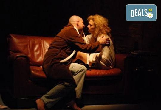 Гледайте великолепната Силвия Лулчева в Любовна песен на 12.04. от 19 ч, Младежки театър, камерна сцена, 1 билет - Снимка 3