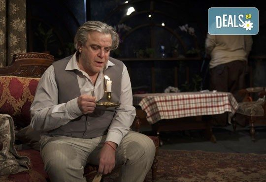 Гледайте великолепните Герасим Георгиев - Геро и Владимир Пенев в Семеен албум! В Младежки театър, на 14.04, от 19 ч, един билет! - Снимка 4