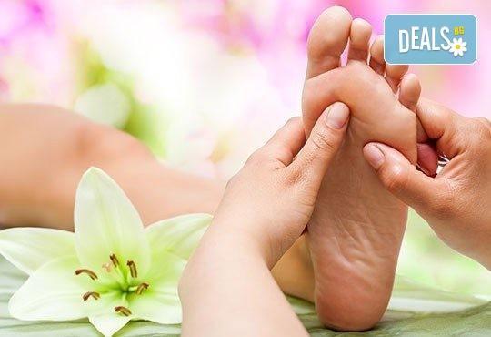 СПА микс! Комбиниран масаж на тяло с елементи на тайландски масаж, ломи ломи и точков масаж на стъпала и длани, в Салон за красота Beauty Zone! - Снимка 2