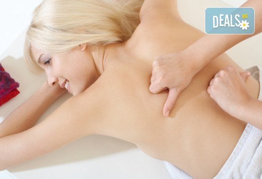 Болкоуспокояващ масаж на гръб, вакуум и подарък в салон Цветна светлина