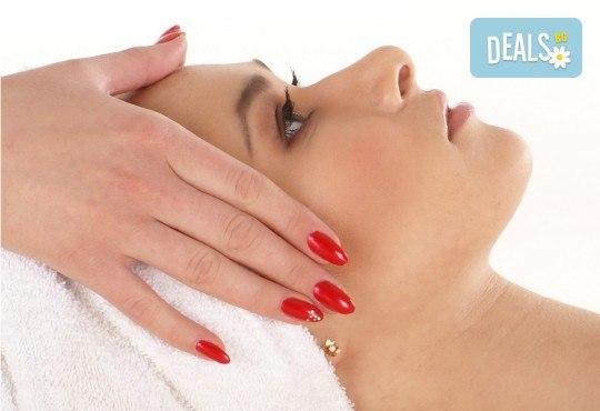 Облекчете болката в тялото с лечебен болкоуспокояващ масаж на гръб, вакуум и подарък - масаж на глава от салон Цветна светлина - Снимка 2
