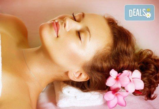 Релакс, тонус или антистрес с ароматерапевтичен масаж на цяло тяло, рефлексотерапия на ходила, ръце, глава и лице от салон Цветна светлина - Снимка 1