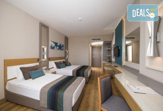 Почивка в Анталия през април или май! 7 нощувки на база All Incl в Palm World Side Resort & SPA 5*, билет, летищни такси и трансфери! - Снимка 3