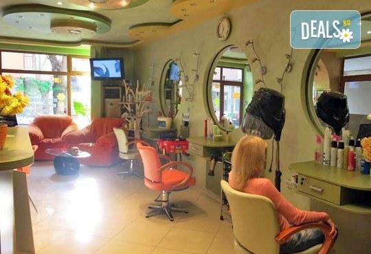Комбинирано почистване на лице и терапия против мазна и проблемна кожа с лечебна козметика от Luxury wellness & Spa! - Снимка 4