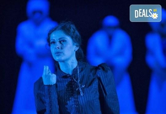 Награда Икар2017 за режисура и музика! Гледайте Анна Каренина от Л.Н.Толстой на 12.04. от 19ч. в Театър София, билет за един! - Снимка 9
