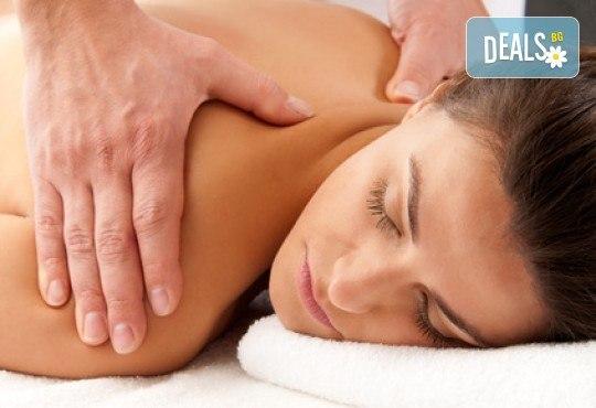 Лечебен масаж на гръб и ултразвук с противовъзпалителен гел в салон Цветна светлина
