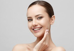Бъдете красиви с дълбоко почистване с ръчна екстракция на лице в 9 стъпки от Салон за Красота и Здраве Luxury Wellness & Spa, Бургас! - Снимка