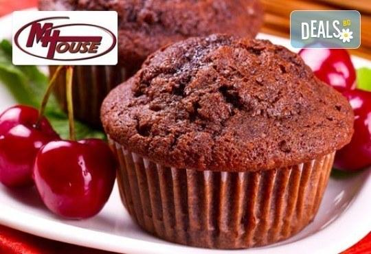 Сладко изкушение! 50 или 100 мини мъфина (сладки или солени) от Muffin House