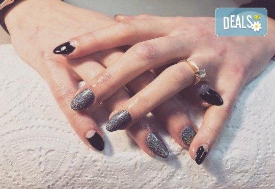 Красиви ръце със здрав и дълготраен маникюр с гел лак, 4 ръчно рисувани декорации и парафинова терапия в студио за красота L Style! - Снимка 6