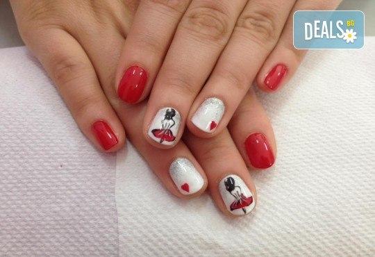 Красиви ръце със здрав и дълготраен маникюр с гел лак, 4 ръчно рисувани декорации и парафинова терапия в студио за красота L Style! - Снимка 2