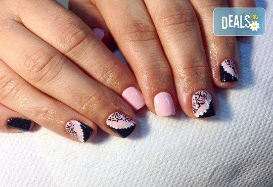 Красиви ръце със здрав и дълготраен маникюр с гел лак, 4 ръчно рисувани декорации и парафинова терапия в студио за красота L Style! - Снимка 4