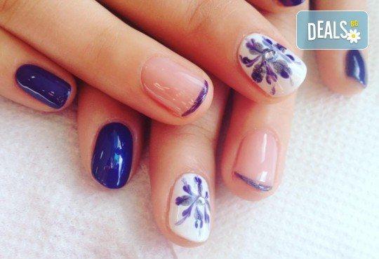 Красиви ръце със здрав и дълготраен маникюр с гел лак, 4 ръчно рисувани декорации и парафинова терапия в студио за красота L Style! - Снимка 5