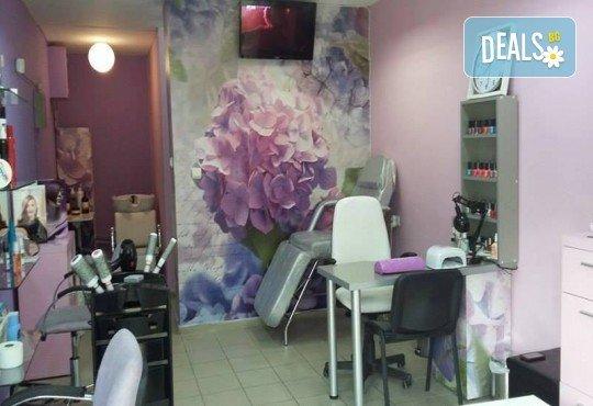 Красиви ръце със здрав и дълготраен маникюр с гел лак, 4 ръчно рисувани декорации и парафинова терапия в студио за красота L Style! - Снимка 7