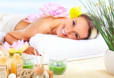 Хавайски релаксиращ масаж на цяло тяло ломи-ломи с етерична масла в масажно студио Spa Deluxe - Снимка