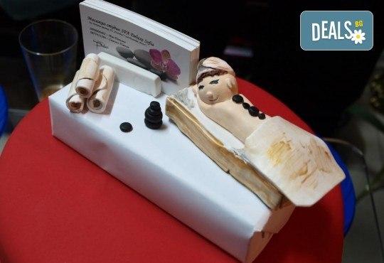Отпуснете се с лавандулов масаж, рефлексотерапия и ваничка с цвят от лавандула в масажно студио Spa Deluxe - Снимка 6