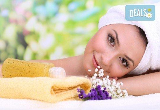 Отпуснете се с лавандулов масаж, рефлексотерапия и ваничка с цвят от лавандула в масажно студио Spa Deluxe - Снимка 1