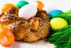 Козунак за Великден в 6 пакета със стафиди, локум, плодове, шоколад, декорация и мармалад от Работилница за кусотии Рави! - Снимка
