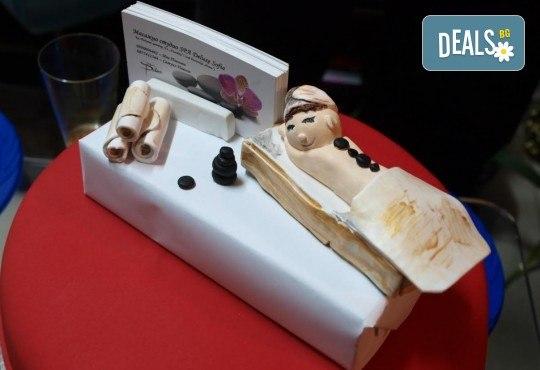 Нежен пилинг на цяло тяло с хималайска сол и чист зехтин плюс релаксиращ масаж с подхранващо бадемово масло от масажно студио Spa Deluxe - Снимка 8