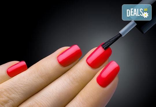 Изящно оформен маникюр с поставяне на гел върху естествен нокът плюс лакиране с гел лак Gelish и 4 декорации в Gx Studio! - Снимка 1