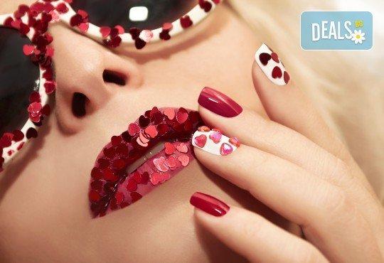 Перфектни нокти с дълготраен маникюр с гел лак на SNB и подарък 2 декорации или сваляне на стар гел лак от салон Superlative Beauty House - Снимка 2