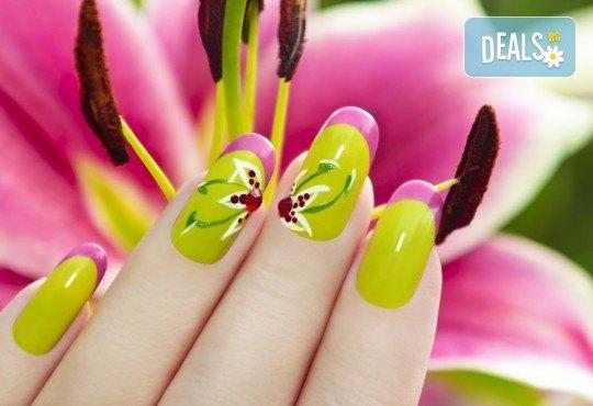 Перфектни нокти с дълготраен маникюр с гел лак на SNB и подарък 2 декорации или сваляне на стар гел лак от салон Superlative Beauty House - Снимка 1