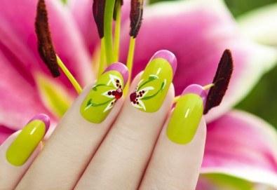 Перфектни нокти с дълготраен маникюр с гел лак на SNB и подарък 2 декорации или сваляне на стар гел лак от салон Superlative Beauty House - Снимка