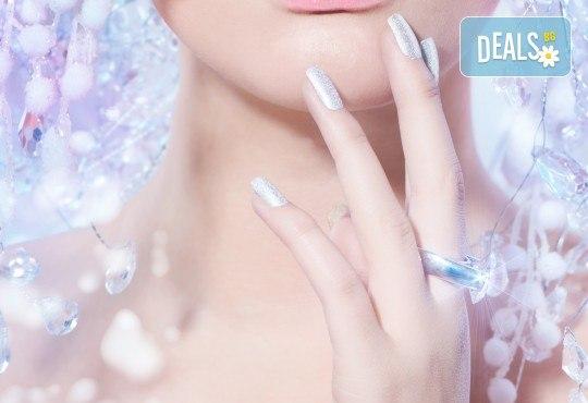 Дълготраен маникюр с ноктопластика с удължители, гел лак и 2 декорации с камъчета в студио за красота Jessica - Снимка 2