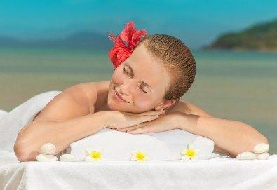 Екзотичен СПА ден: Хавайски ломи-ломи, френска винена терапия, тайландски билкови торбички и китайски точков масаж от студио Spa Deluxe - Снимка