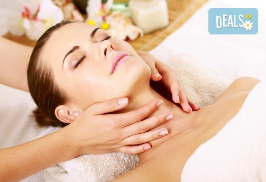Екзотичен СПА ден: Хавайски ломи-ломи, френска винена терапия, тайландски билкови торбички и китайски точков масаж от студио Spa Deluxe - Снимка 3