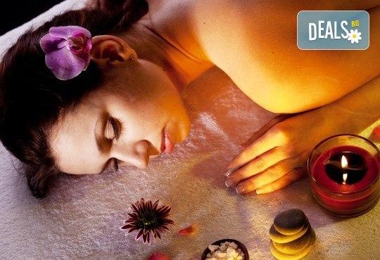 Релаксирайте и се отървете от токсините със сух четков масаж на цяло тяло и арома масаж за един или двама от масажно студио Spa Deluxe - Снимка 1