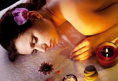 Релаксирайте и се отървете от токсините със сух четков масаж на цяло тяло и арома масаж за един или двама от масажно студио Spa Deluxe - Снимка