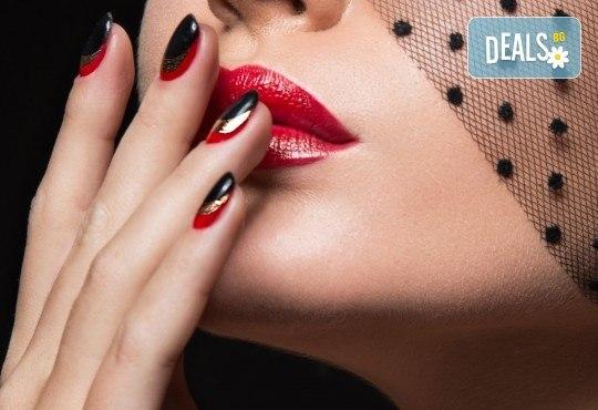 Безупречен и здрав маникюр! Поддръжка на ноктопластика с гел лак в студио за красота Jessica - Снимка 1