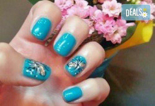 Красиви ръце! Маникюр с гел лак BlueSky или Cuccio и 10 рисувани декорации на супер цена в Салон за красота Angels of Beauty! - Снимка 4