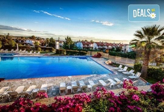 Почивка на Халкидики в края на май! 3 нощувки на база All Inclusive в хотел Bellagio 3*, транспорт и посещение на Солун, от Арена Холидейз! - Снимка 1