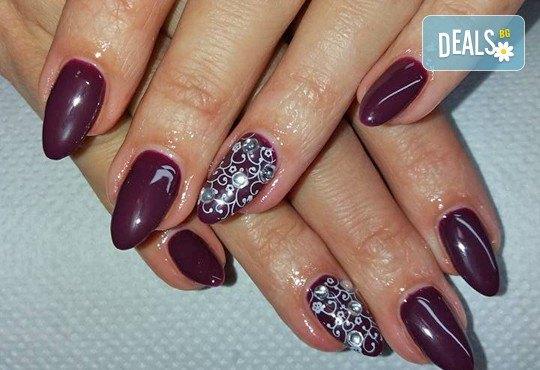 Бъдете стилни и безупречни с дълготраен маникюр с гел лак BlueSky или Clarisa в салон за красота Beautiful Nails - Снимка 3