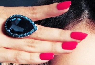 Бъдете стилни и безупречни с дълготраен маникюр с гел лак BlueSky или Clarisa в салон за красота Beautiful Nails - Снимка
