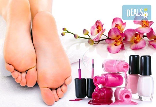 Поглезете се и изглеждайте безупречно с дълготраен педикюр с гел лак BlueSky или Clarisa в салон Beautiful Nails - Снимка 1
