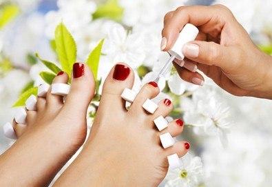 Открийте пролетния сезон с класически педикюр за перфектно поддържани крака в салон за красота Beautiful Nails! - Снимка