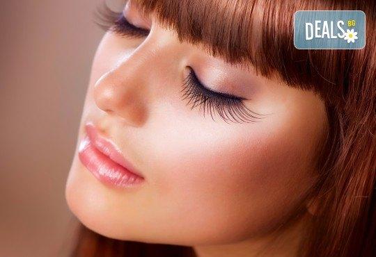 Гъсти, дълги и съблазнителни ресници! Поставяне на 3D или 4D мигли чрез технологията косъм по косъм в салон за красота Sassy! - Снимка 2