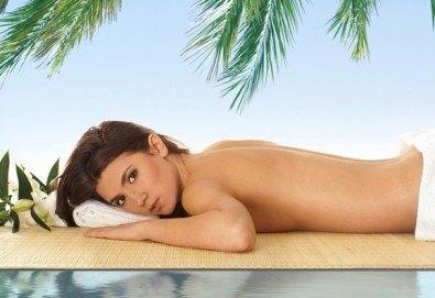 Екзотика и релакс! 60-минутен хавайски масаж на цяло тяло в салон за красота Sassy! - Снимка