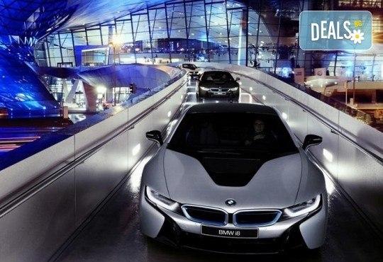 В света на автомобилите с Дари Травел! 3 нощувки и закуски в хотели 2/3* в Германия и Италия, транспорт и посещение на музеите на BMW, Mercedes, Porsche - Снимка 2