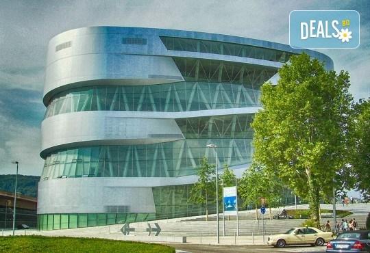 В света на автомобилите с Дари Травел! 3 нощувки и закуски в хотели 2/3* в Германия и Италия, транспорт и посещение на музеите на BMW, Mercedes, Porsche - Снимка 1