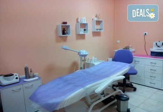 Почистване на лице с ултразвукова шпатула, ензимен пилинг и боровинкова терапия и бонус в студио MNJ - Снимка 3