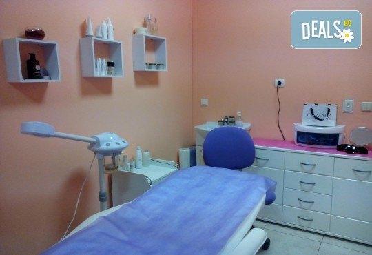 Почистване на лице с ултразвукова шпатула, ензимен пилинг и боровинкова терапия и бонус в студио MNJ - Снимка 5