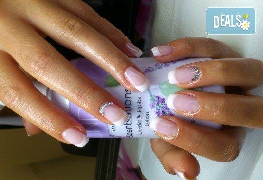 Облечете ноктите си в цвят с новите свежи пролетни цветове гел лак BLUESKY, SNB, Jessica, Pro Gel и бонуси в студио MNJ - Снимка 6