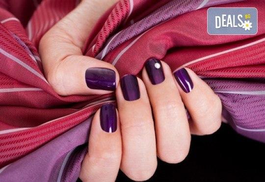 Укрепване на естествени нокти с UV гел, лакиране в цвят по избор с лак O.P.I. и бонуси в студио MNJ - Снимка 1
