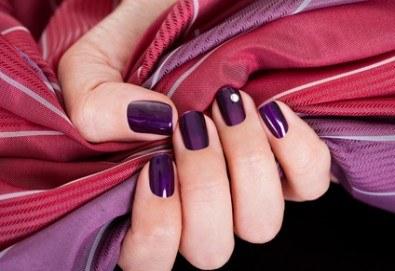 Укрепване на естествени нокти с UV гел, лакиране в цвят по избор с лак O.P.I. и бонуси в студио MNJ - Снимка