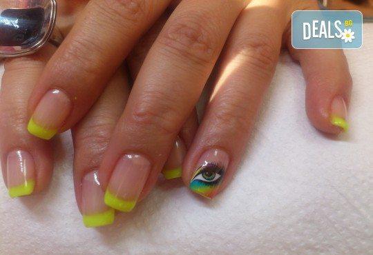 Укрепване на естествени нокти с UV гел, лакиране в цвят по избор с лак O.P.I. и бонуси в студио MNJ - Снимка 3